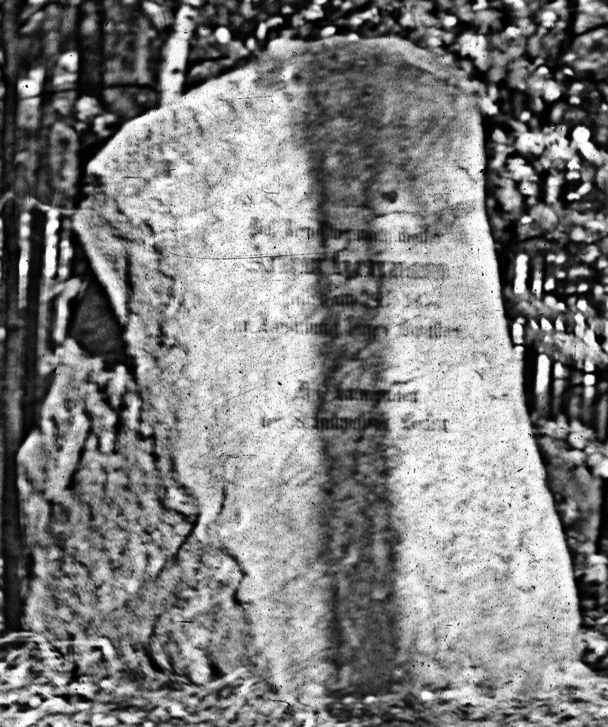 Alter Gedenkstein für Arthur Herrmann